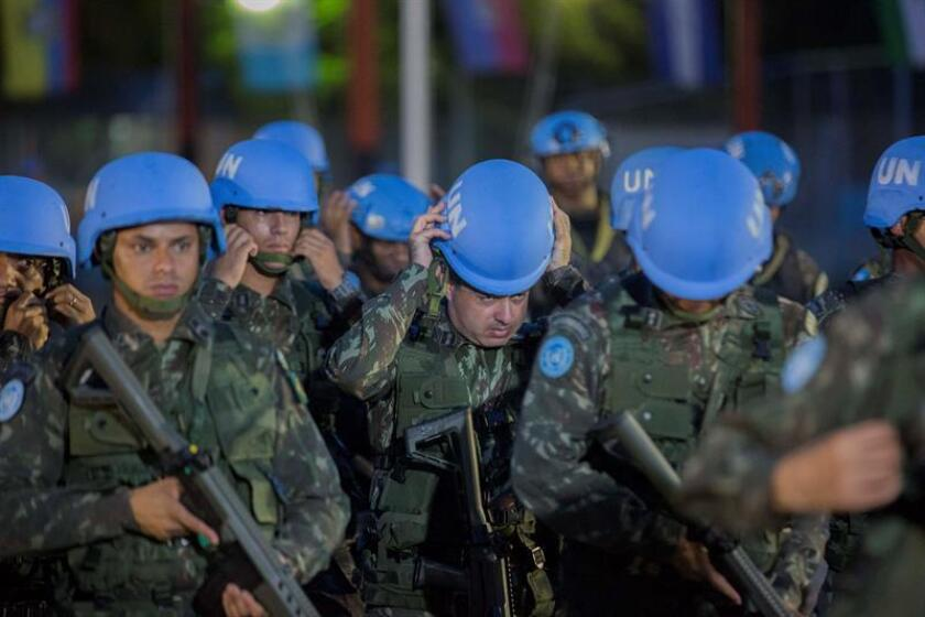 """La ONU rindió hoy homenaje a 128 """"cascos azules"""" y otros miembros de la organización fallecidos en operaciones de paz y a dos expertos asesinados el pasado año en la República Democrática del Congo (RDC). EFE/Archivo"""