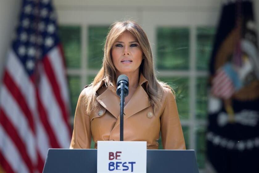 La primera dama de EE.UU. Melania Trump habla durante la firma la proclama presidencial 'Be Best' en Rose Garden de la Casa Blanca en Washington (EE.UU.). EFE/Archivo