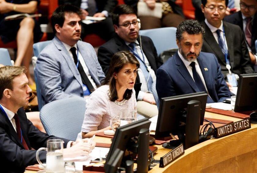 La embajadora de EE.UU ante las Naciones Unidas (ONU), Nikki Haley (c). EFE/Archivo