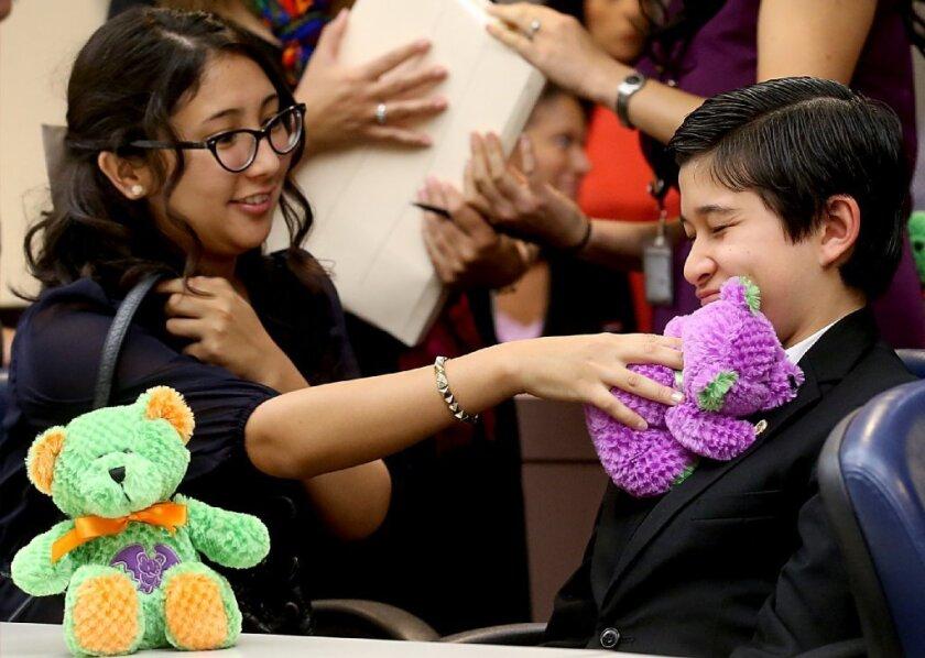 En el presente alrededor de 20,500 menores viven en hogares de crianza, 60 por ciento de ellos son latinos.