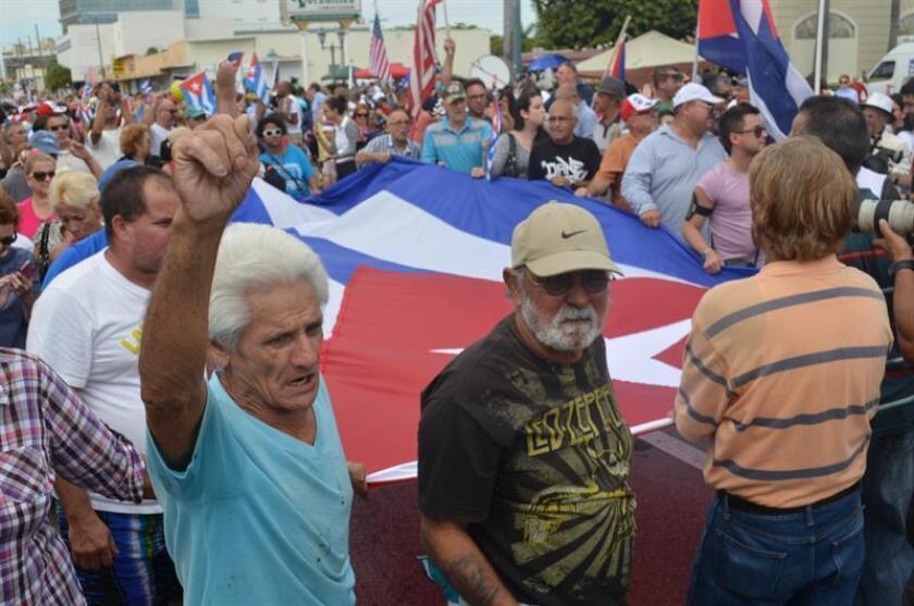 """Los exiliados cubanos en EE.UU. coinciden, pese a la división de opiniones por el fin de la norma """"pies secos/pies mojados"""", en reclamar al presidente electo, Donald Trump, una política de cero concesiones al régimen castrista y un firme apoyo a la sociedad civil y la disidencia. EFE/ARCHIVO"""