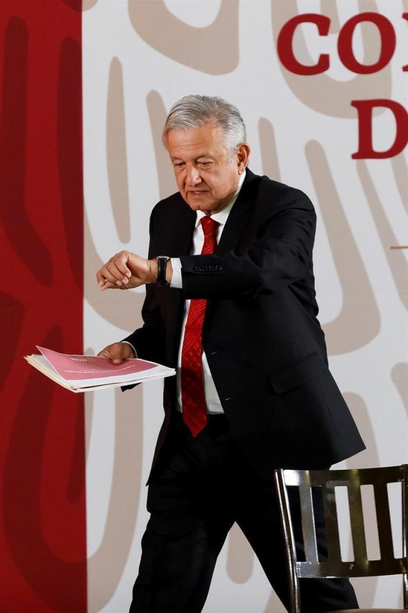 El presidente de México, Andrés Manuel López Obrador, asiste a una rueda de prensa matutina este lunes, en el Palacio Nacional, en Ciudad de México (México). EFE
