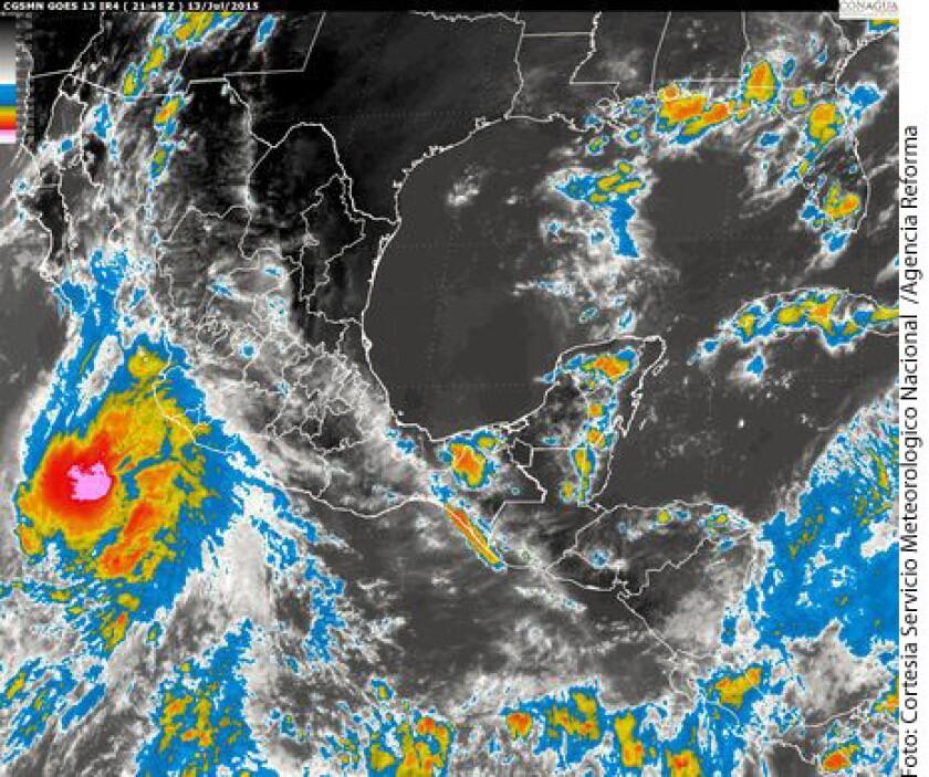 """El huracán """"Dolores"""" se desplaza hacia el oeste-noroeste a 15 kilómetros por hora."""