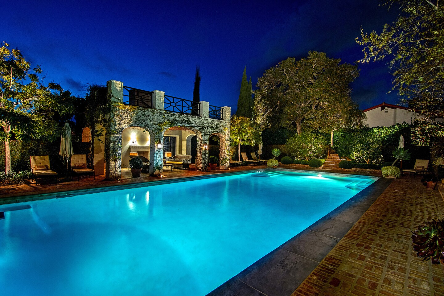 Hot Property | Rocker Lindsey Buckingham takes a bow in Brentwood