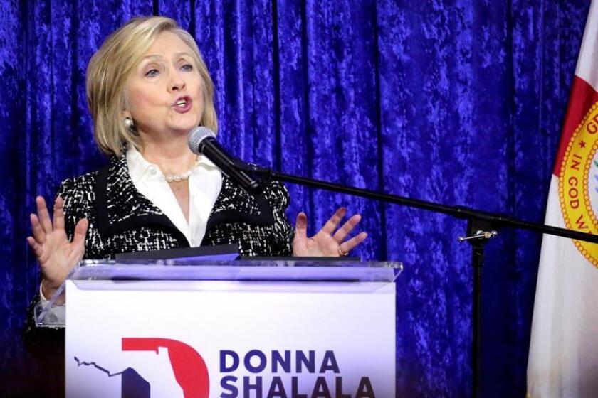 Hillary Clinton se plantea la posibilidad de una futura candidatura presidencial en EE.UU., un puesto para el que consideró que está muy bien cualificada, aunque afirmó que la próxima Administración deberá esforzarse en mejorar las relaciones internacionales del país, informó hoy The New York Times. EFE/ARCHIVO