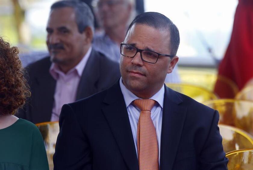El director del Departamento de Desarrollo Económico y Comercio y de la Compañía de Fomento Industrial de Puerto Rico, Manuel Laboy Rivera, asiste el jueves 16 de marzo de 2017, a la entrega de las estrellas en el Paseo de la Fama de Puerto Rico, en San Juan (Puerto Rico). EFE/Archivo