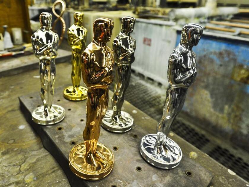 Estatuillas del Oscar en sus diferentes etapas: britanio crudo, cobre, níquel, plata y oro. EFE/Archivo