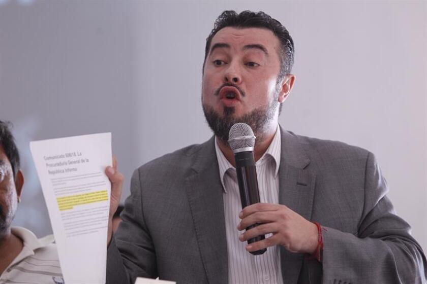 Mario Patrón, director del Centro de Derechos Humanos Agustín Pro Juárez A.C. habla durante una conferencia de prensa. EFE/Archivo