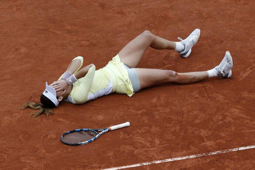 Spain's Garbine Muguruza falls on the clay as she defeats Serena Williams of the U.S.  during their final match of the French Open tennis tournament at the Roland Garros stadium, Saturday, June 4, 2016 in Paris.  Muguruza won 7-5, 6-4. (AP Photo/Christophe Ena)