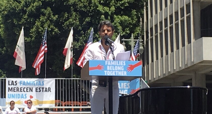 Eugenio Derbez formó parte de las protestas.