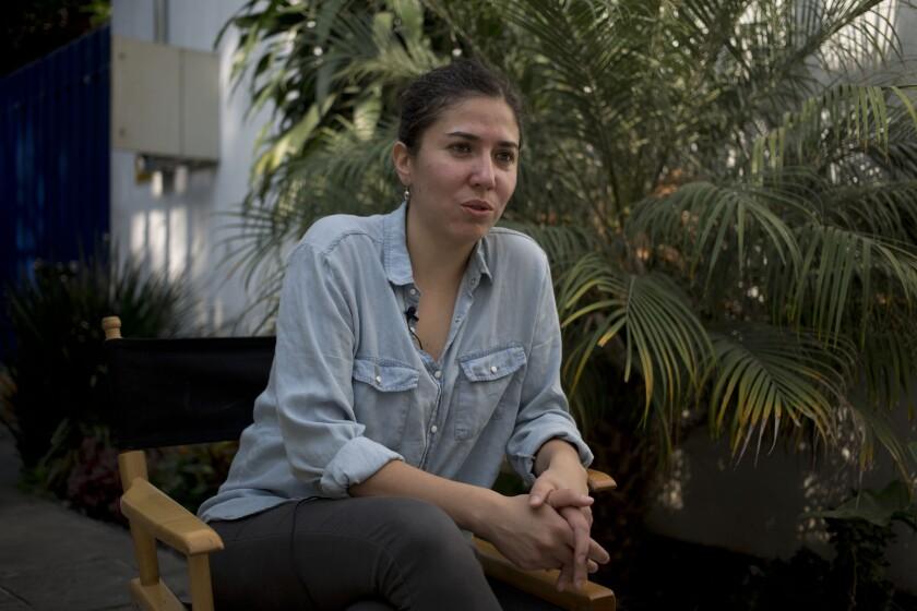 La directora mexicana Fernanda Valadez habla durante una entrevista en la Ciudad de México.