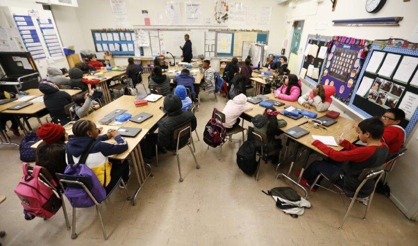 California gasta $10,291 por cada estudiante anualmente, mientras que Nueva York gasta arriba de los $18,000 por alumno y Vermont gasta $19,654.