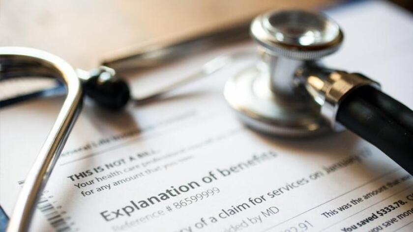 """Blue Shield de California asegura que sigue el """"estándar de la industria"""" -en otras palabras: decir lo menos posible- al publicar los costos del cuidado de la salud a sus asegurados."""