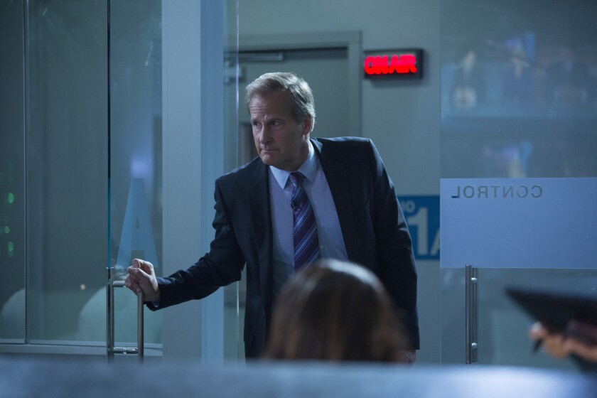 Will McAvoy looks for MacKenzie McHale on 'The Newsroom'