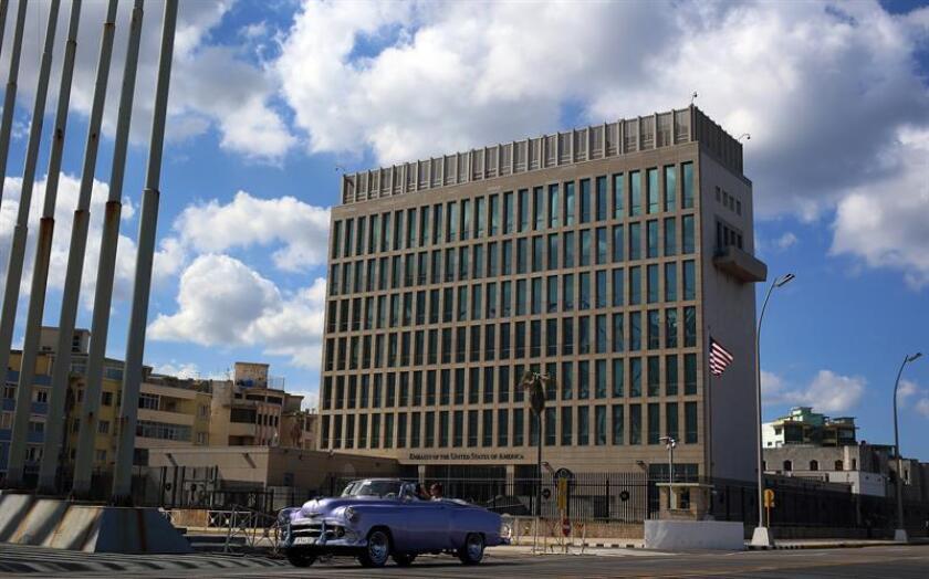 """Representantes del Departamento de Estado reconocieron hoy en el Congreso seguir perplejos ante los misteriosos ataques sufridos por miembros de la misión diplomática estadounidense en Cuba y admitieron no saber qué o quién puede estar detrás de semejante """"constelación de síntomas"""". EFE/ARCHIVO"""