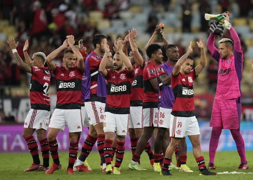 Los jugadores de Flamengo de Brasil celebran la victoria 2-0 ante el Barcelona de Ecuador