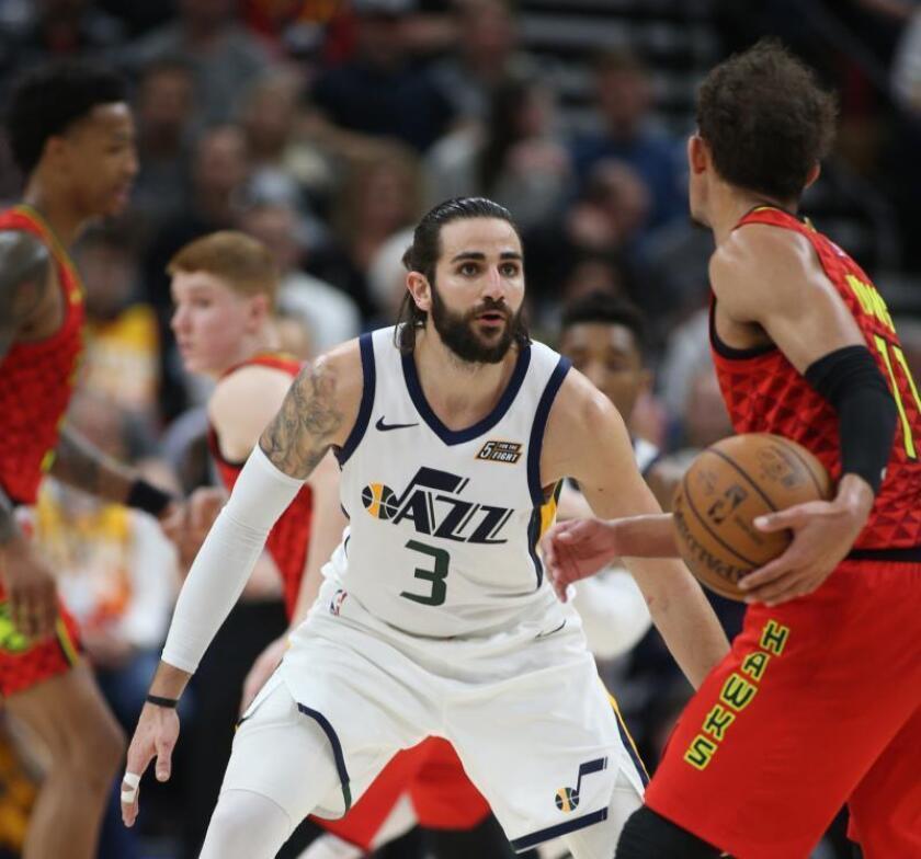 El base español de los Utah Jazz, Ricky Rubio, en un momento del partido de la NBA que su equipo ha disputado esta pasada noche frente a los Atlanta Hawks, en el Vivint Smart Home Arena, en Salt Lake City, Utah, EEUU. EFE