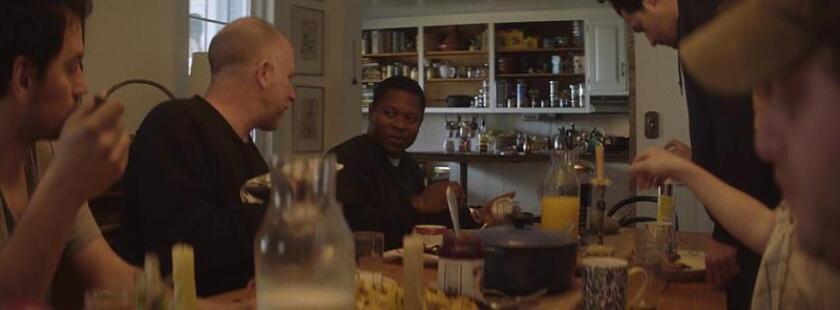 """Fotograma cedido por Magnolia Pictures hoy, domingo 2 de diciembre de 2018, de una escena de """"Tyrel"""", la nueva película del director chileno Sebastián Silva, que llega a los cines EE.UU. el próximo fin de semana. EFE/MAGNOLIA PICTURES/SOLO USO EDITORIAL/NO VENTAS // MÁXIMA CALIDAD DISPONBLE"""