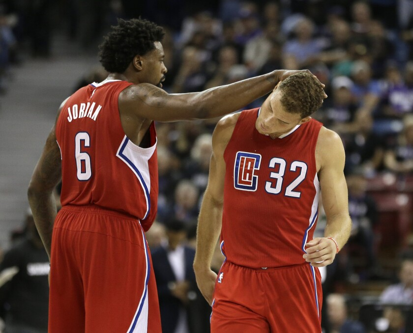 Clippers give up big lead but come back strong to beat Kings