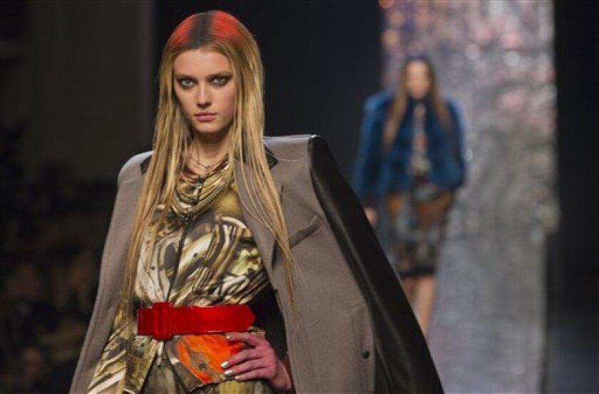 Paris Fashion Channels Past Escapes Present Woes The San Diego Union Tribune