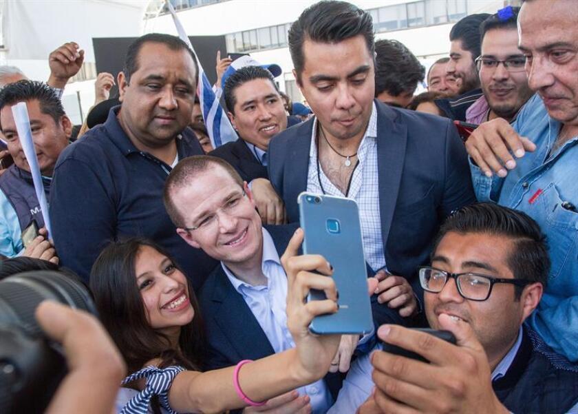 El líder de la coalición opositora Por México al Frente, Ricardo Anaya (c). EFE/Archivo