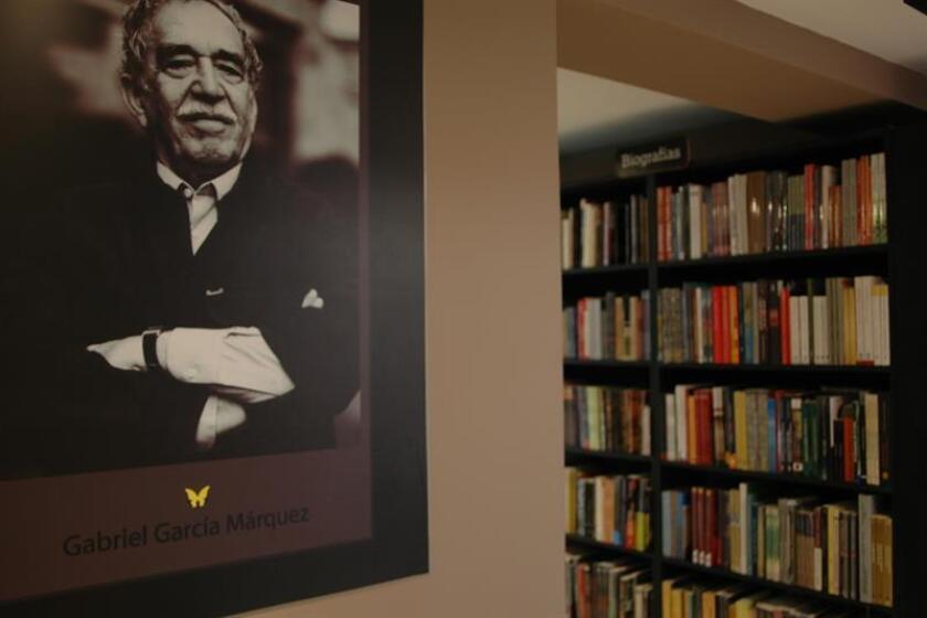 En total, son 66 folios escritos por el Nobel colombiano poco después de salir de Bogotá y que contienen cuatro textos originales publicados y cuatro inéditos: dos relatos y dos cuentos. EFE/Archivo