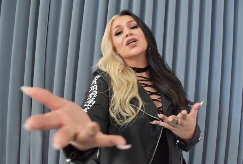 """La cantante estadounidense Cynthia Silva, conocida como """"La grande"""" en los escenarios rancheros, publicó hoy un adelanto del que será su nuevo disco, """"Me está doliendo"""", tema en el que canta al desamor. EFE"""