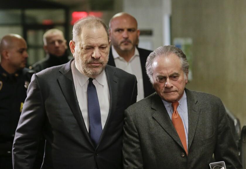 Harvey Weinstein a su llegada a la Corte Suprema de Nueva York al lado de su abogado.