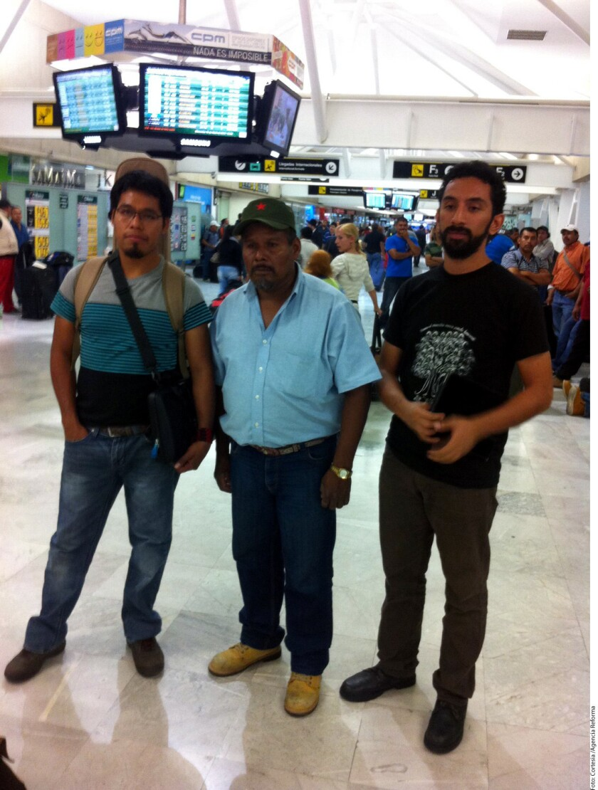 Eleucadio Ortega, padre del estudiante Mauricio Ortega; Omar García, sobreviviente del ataque; y Román Hernández, del Centro de Derechos Humanos de la Montaña Tlachinollan, conforman la comitiva.