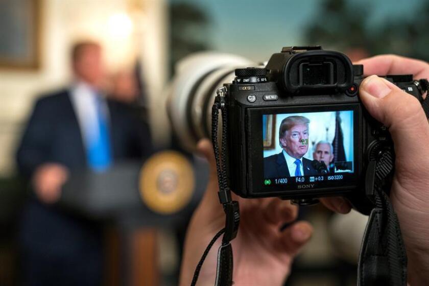 La pantalla de una cámara muestra una imagen del presidente estadounidense, Donald J. Trump. EFE/Archivo