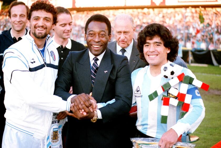En esta foto de archivo del 10 de junio de 1987, la leyenda del fútbol brasileño Pel