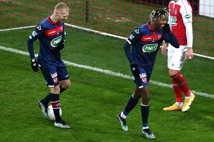 Valenciennes' French forward Kevin Cabral celebrates after scoring during the French Cup round-of-64 football match.