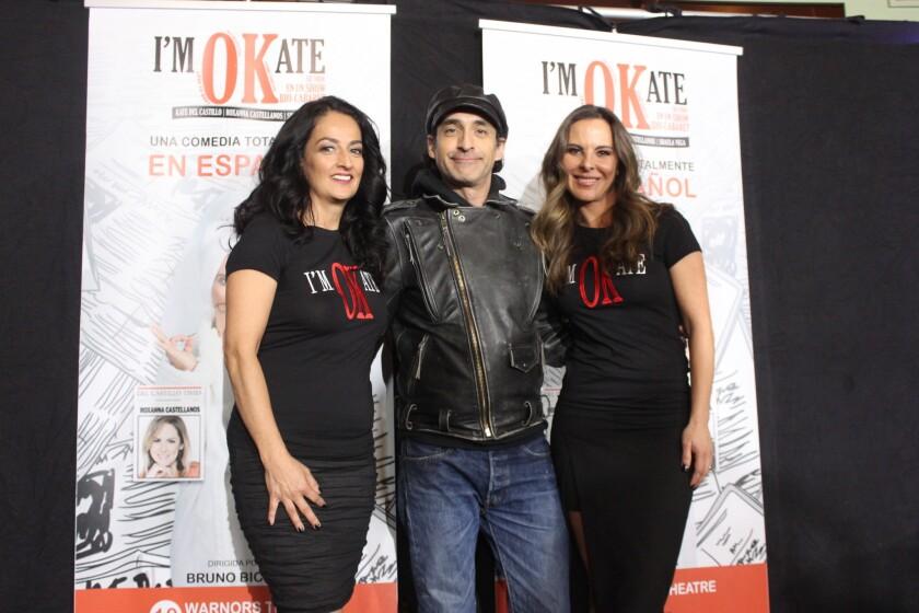 De izq. a der., Shaula Vega, Bruno Bichir y Kate del Castillo en el teatro Wiltern.