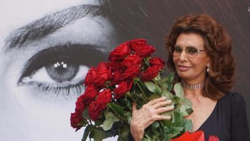 Sophia Loren al ser declarada ciudadana honoraria de Nápoles el 9 de julio del 2016. (Cesare Abbate/ANSA Via AP)