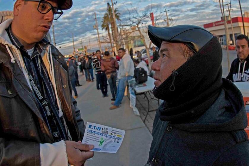 """Las maquiladoras de la frontera de México con Estados Unidos están en un paro técnico virtual ante la llegada al poder de Donald Trump, con inversiones detenidas """"hasta nuevo aviso"""" y miles de trabajadores atenazados por la incertidumbre sobre el futuro de sus operaciones en México. EFE"""
