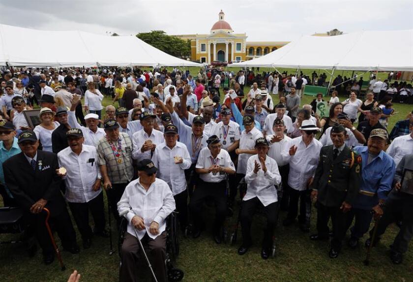 Parte del Regimiento 65 de Infantería, conocido como los Borinqueneers, portan sus medallas en un homenaje llevado a cabo el miércoles 27 de abril de 2016, en el Morro, predios del Castillo San Felipe, en San Juan (Puerto Rico). EFE/Archivo