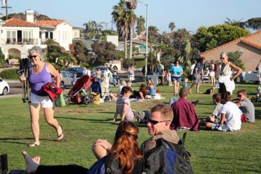 Neighbors came together at Calumet Park for Tuesday's Bird Rock picnic. Photo: Dave Schwab