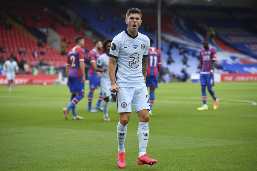 Christian Pulisic tras anotar el segundo gol de Chelsea en el partido ante Crystal Palace en Londres, el martes 7 de julio de 2020. (Justin Tallis/Pool vía AP)