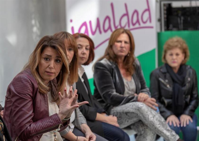 La secretaria general del PSOE de Andalucía, Susana Díaz (c), durante el encuentro con colectivos de mujeres con motivo del Día de la Igualdad Salarial que tuvo lugar el 22 de febrero de 2019 en la sede del partido en Sevilla. EFE/Archivo