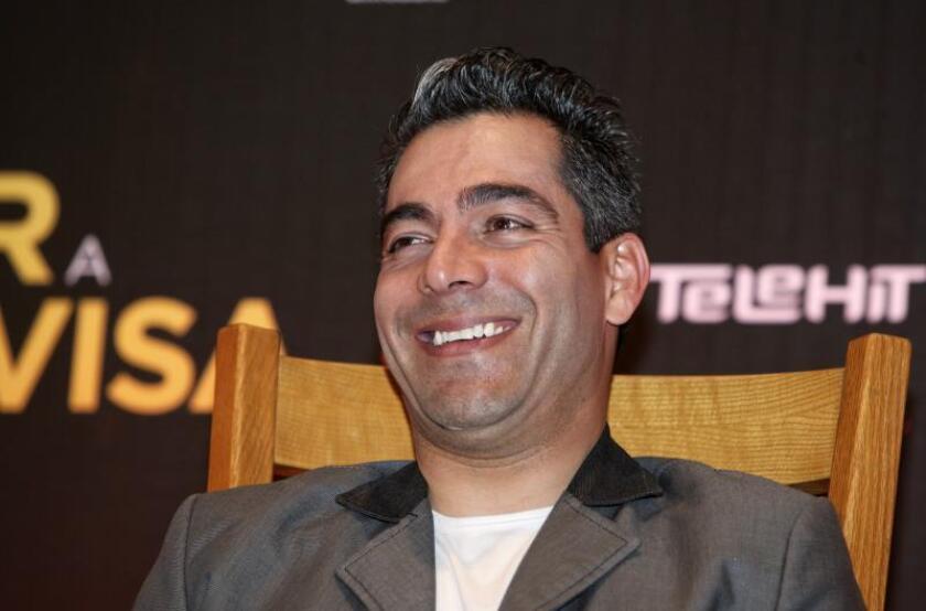 El actor mexicano Omar Chaparro participa en una rueda de prensa, en Ciudad de México (México). EFE/Sáshenka Gutiérrez/Archivo