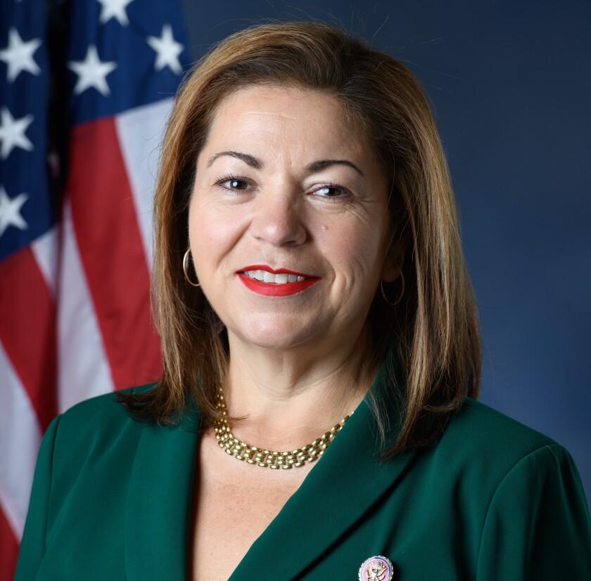 La congresista Linda Sánchez presentó la reforma migratoria de ciudadanía de Estados Unidos.