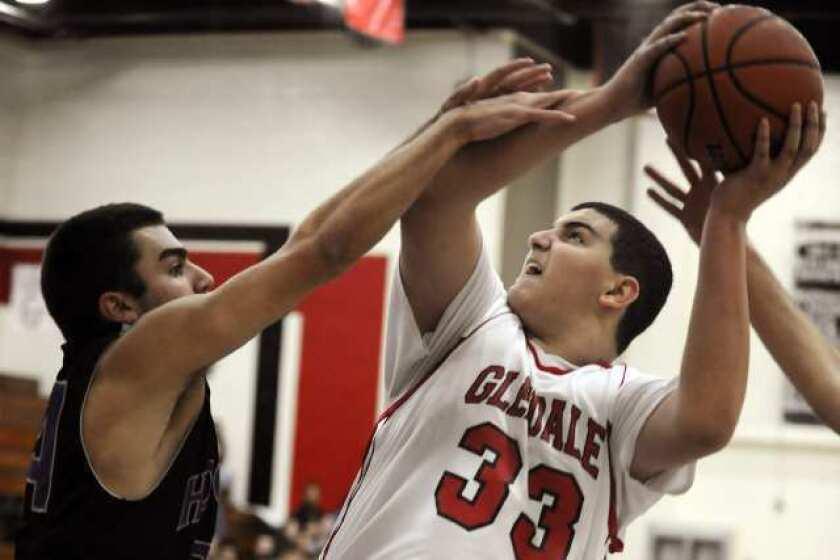 Glendale basketball rises above rival Hoover, 68-51