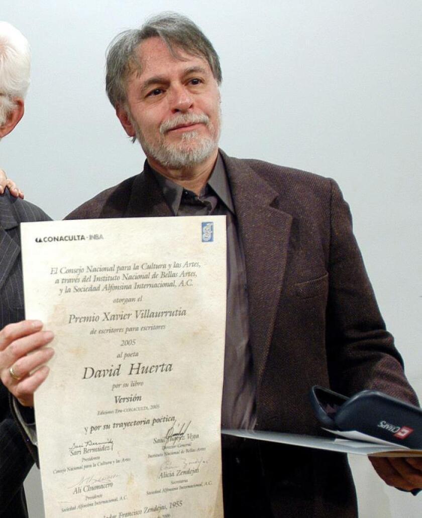 El mexicano David Huerta gana el Premio FIL de Literatura 2019