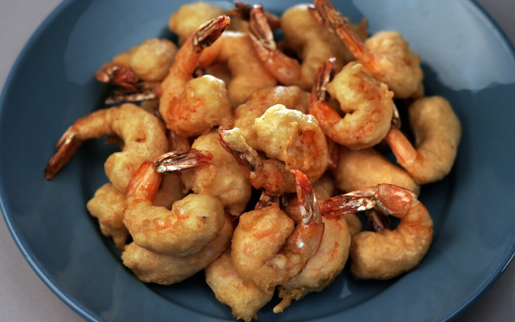 Beer-battered shrimp with classic tartar sauce
