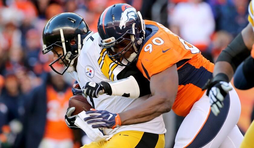 Broncos' Antonio Smith to play in Super Bowl despite father's death