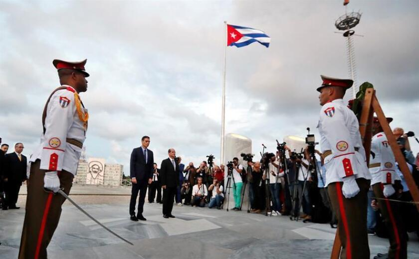 Spanish Prime Minister Pedro Sanchez (C-L) and Cuban Deputy Foreign Minister Rogelio Sierra (C-R) participate in a wreath-laying ceremony at the memorial to 19th-century Cuban Independence hero Jose Marti in Havana, Cuba, on Nov. 22, 2018. Sanchez is on a two-day official visit to the Communist-ruled island, the first by a Spanish premier to Cuba in 32 years. EPA-EFE/Ernesto Mastrascusa