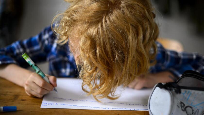 Las leyes de California requieren que las escuelas charter acepten a todos los alumnos, pero un reporte señaló que algunas no han seguido las reglas (Fabrice Coffrini/AFP / Getty Images).