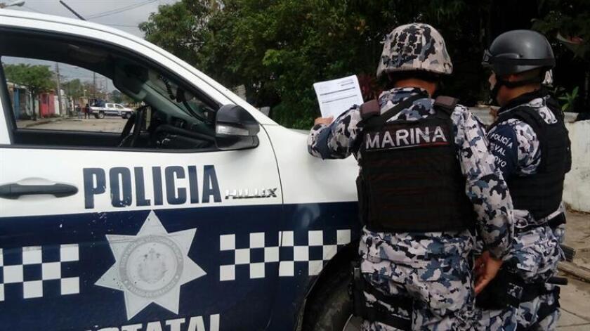 Vecinos del lugar reportaron a los centros de emergencia que en el lugar hubo disparos durante la madrugada, por lo que agentes de la Secretaría de Marina-Armada de México, quienes realizan funciones policiales en la zona, acudieron a la vivienda. EFE/Archivo