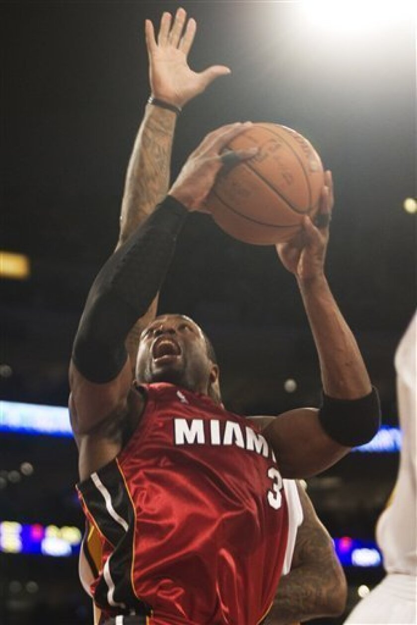Miami Heat's Dwyane Wade shoots during the first quarter of an basketball game against Los Angeles Lakers  in Los Angeles on Sunday, Jan. 11, 2009. (AP Photo/Hector Mata)