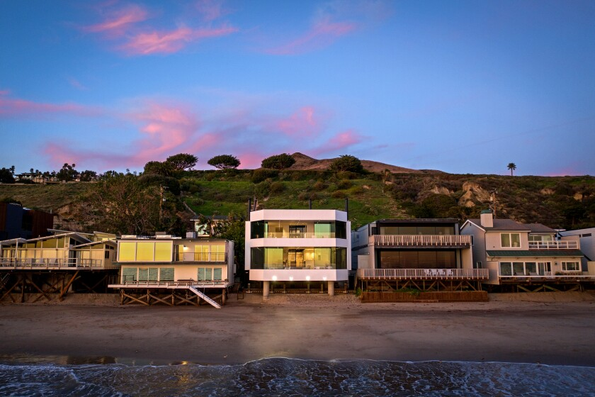 AFTER A Malibu beach house designed by noted moderist architect Jerrold Lomax gets a makeover from Lomax's onetime protege Zoltan E. Pali.
